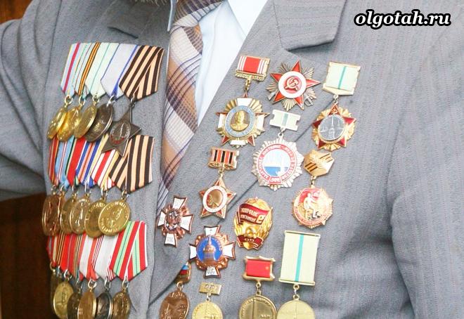Ветеран труда с медалями