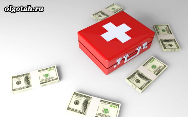 Аптечка первой помощи и деньги
