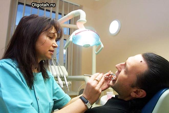 Мужична на приеме у стоматолога