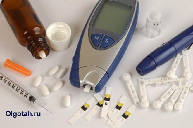 Таблетки, шприцы, глюкометр