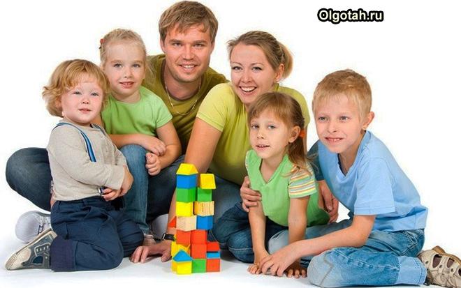 Многодетная семья с детьми