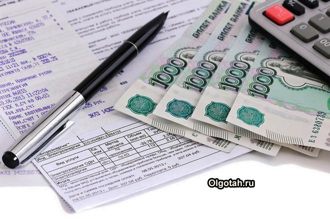 Деньги, калькулятор, платежки