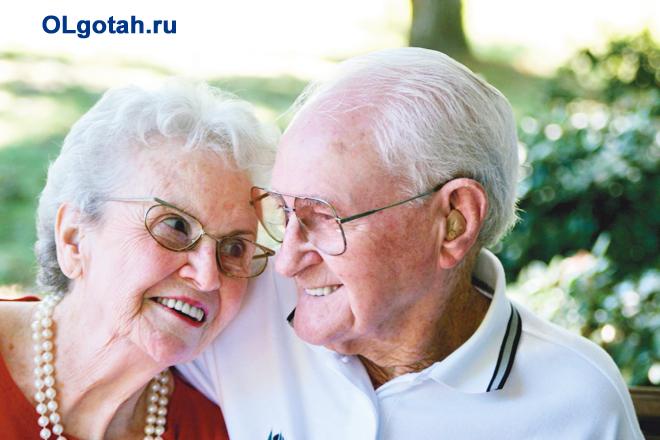 Пожилая пара на отдыхе