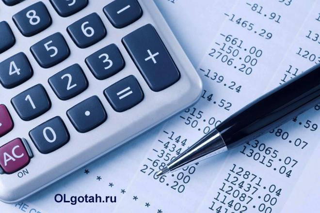 Калькулятор, ручка, расчеты на бумаге