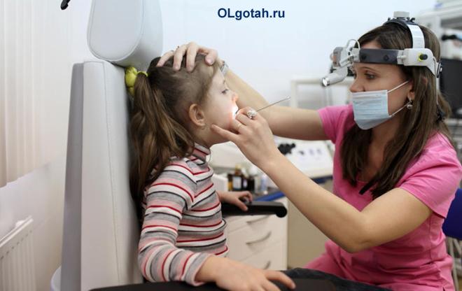 Осмотр ребенка оториноларингологом