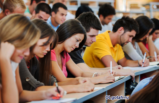 Студенты записывают лекцию