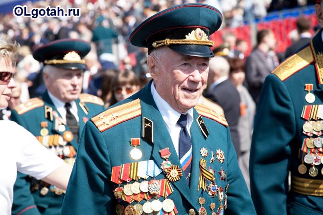 Парад военных с медалями