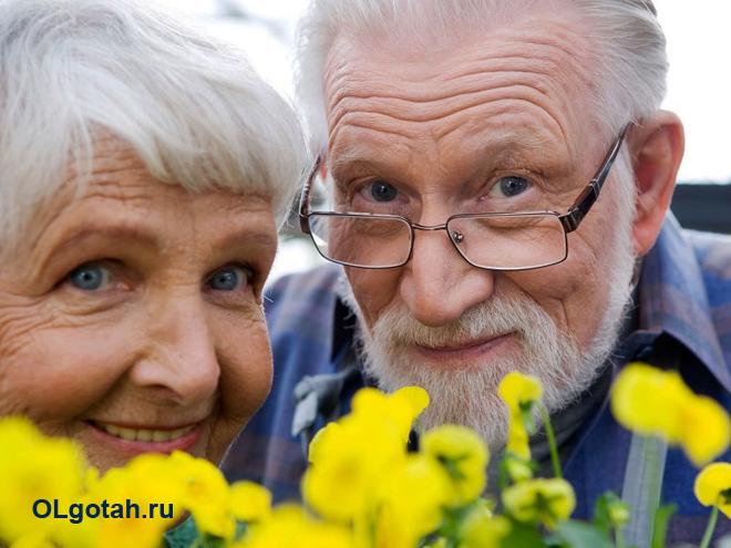 Пожилая пара пенсионеров